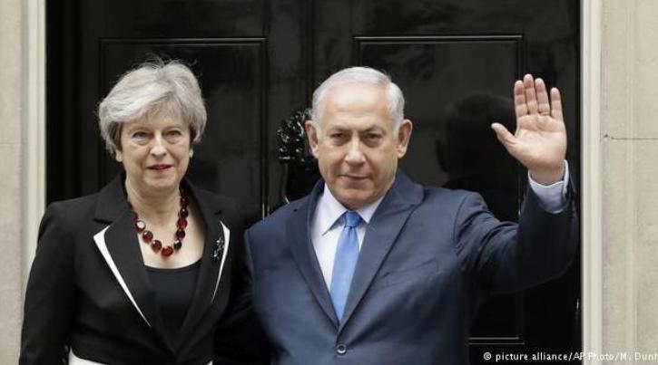 British Prime Minister Theresa May and Israeli Prime Minister Benjamin Netanyahu meet in London on 02.11.2017, a visit timed to coincide with the Balfour Declaration centenary (photo: picture-alliance/AP Photo/M. Dunham)