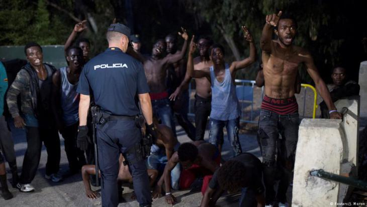 Spanish police prevent African refugees from entering Ceuta (photo: Reuters)