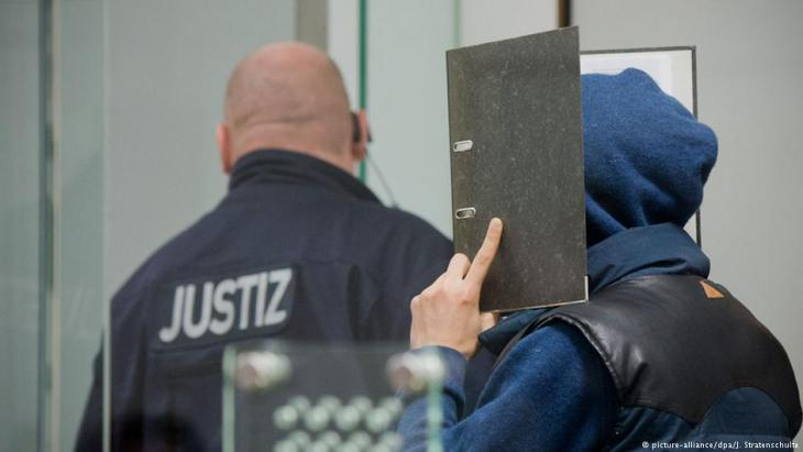 Trial of two Tunisian-German IS supporters in Celle, Germany (photo: picture-alliance/dpa/J. Stratenschulte)