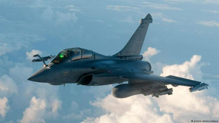 French Rafale fighter jet over Libya (photo: picture-alliance/abaca)