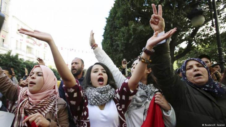 Protests in Tunisia against incumbent dictator Ben Ali in 2010 (photo: Reuters)