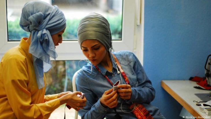Seamstresses in the Frankfurt ″Stitch for Stitch″ atelier (photo: Nicole von Alvensleben)