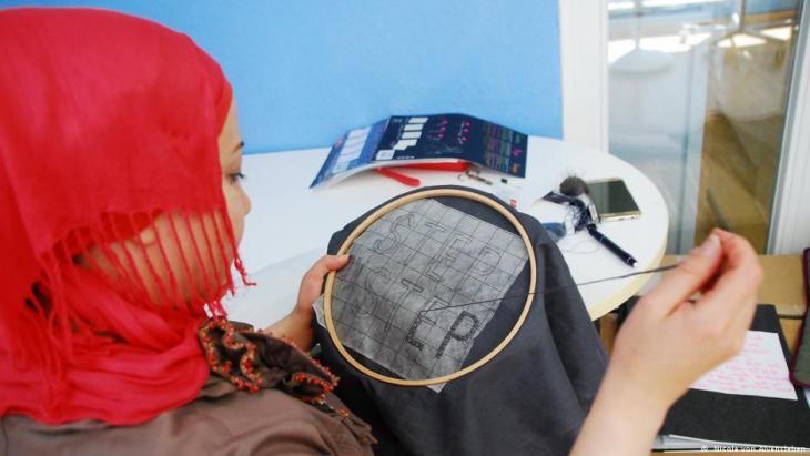 Seamstress at work in the Frankfurt ″Stitch for Stitch″ atelier (photo: Nicole von Alvensleben)