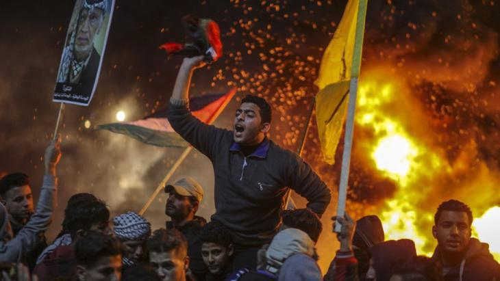 Palestinian demonstrators protest in Gaza against U.S. President Trump′s decision to recognise Jerusalem as the capital of Israel (photo: Wissam Nassar/dpa)