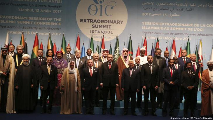 Leaders of Islamic nations at the conference of the OIC in Istanbul, 13 December 2017 (photo: picture-alliance/AP Photo/L. Pitarakis)