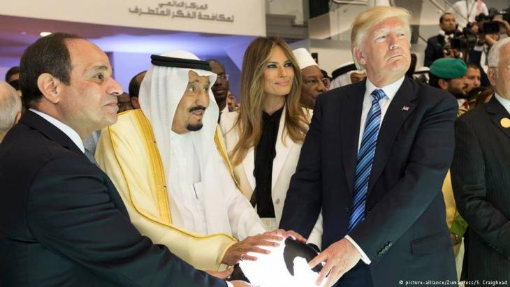 Abdul Fattah al-Sisi, King Salman of Saudi Arabia, and Melania and Donald Trump (photo: picture-alliance/ZUMApress/S. Craighead)
