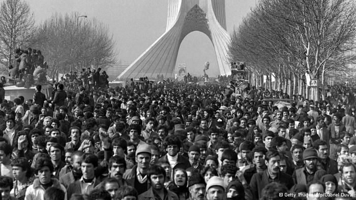 Throngs wait patiently to see Khomeini's motorcade arrive in Tehran, February 1979 (photo: Getty Image/AFP/Gabriel Duval)