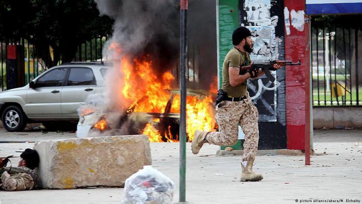 Street fighting between Libyan military and militia members in Benghazi, November 2013 (photo: picture-alliance/abaca)
