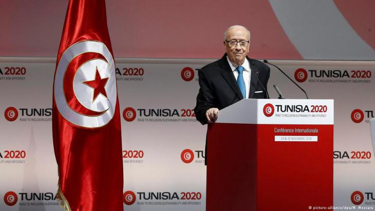 Tunisia′s president, Beji Caid Essebsi presents the Tunisia 2020 finance plan to an international sponsors′ conference in November 2016 (photo: picture-alliance/dpa)