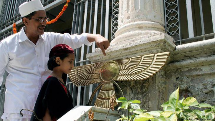 Zoroastrian priest explains the meaning of the angel (Asho Farohar) to a child at a fire temple in Ahmedebad, India (photo: AM PANTHAKY/AFP/Getty Images)