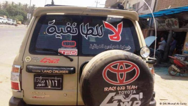 Car in Iraq bearing the message ″No to sectarian division″ (photo: DW)