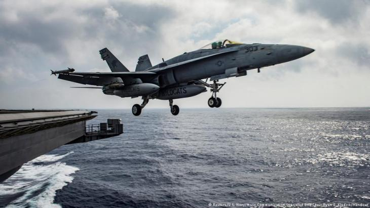 U.S. fighter jets take off from an aircraft carrier in the Mediterranean for military operations in Syria (photo: Reuters/U.S. Navy)
