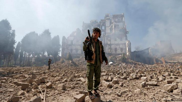 Houthi rebels following an airstrike by the Saudi-led military alliance on the presidential palace in Sanaa (photo: Getty Images/AFP)