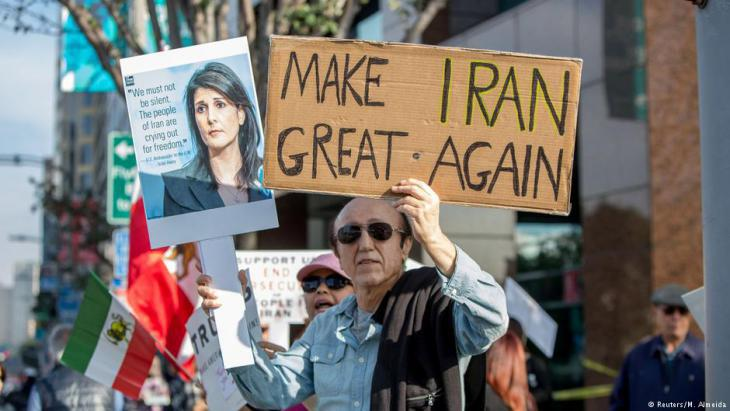 Iranian royalists and regime opponents demonstrate on 7 January 2018 in Los Angeles (photo: Reuters)