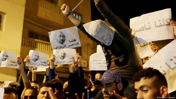 """Protesters shout slogans during a demonstration in the northern town of Al-Hoceima against official abuses and corruption; sign reads """"We are all Zefzafi"""", 30.05.2017 (photo: Reuters/Youssef Boudlal)"""
