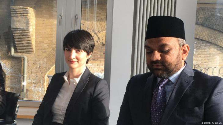 Yasemin Shooman, Berlin-based racism researcher, and Suleman Malik from the Ahmadiyya community (photo: DW)