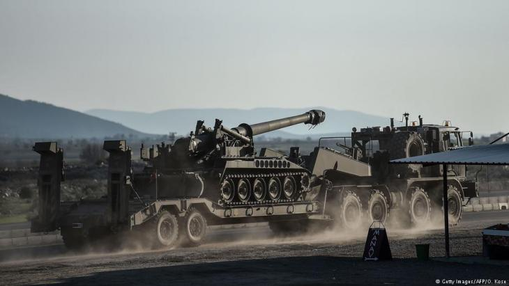 A Turkish made T-155 Firtina howitzer being dispatched to the border at Hassa near Hatay, southern Turkey on 28.01.2018 (photo: Getty Images/AFP /Ozan Kose)