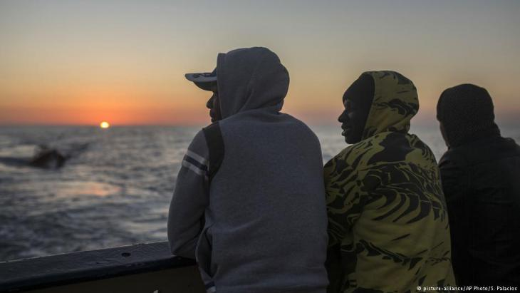 African refugees intercepted in Libya (photo: picture-alliance/AP)