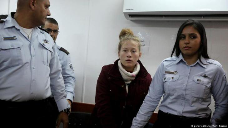 Ahed Tamimi appears before an Israeli military tribunal in Ramallah (photo: picture-alliance/AA)