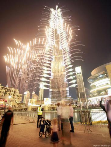 Dubaiʹs Burj Khalifa light show (photo: dpa/picture-alliance)