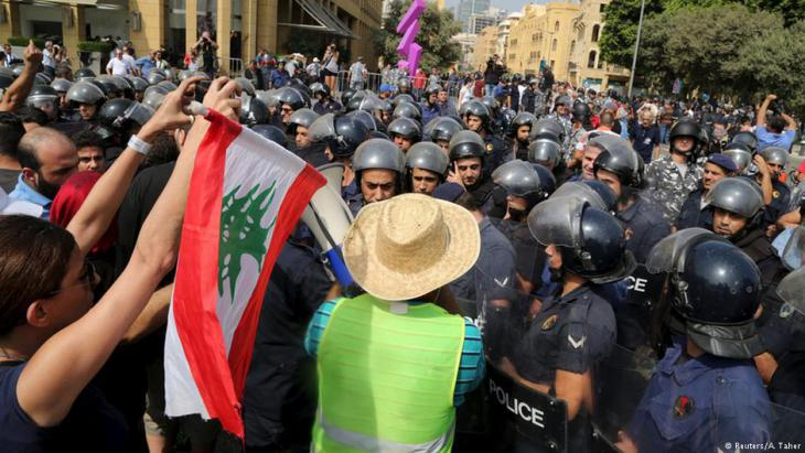 Protesting against the rubbish crisis and political corruption in Lebanon in summer 2015 (photo: Reuters)