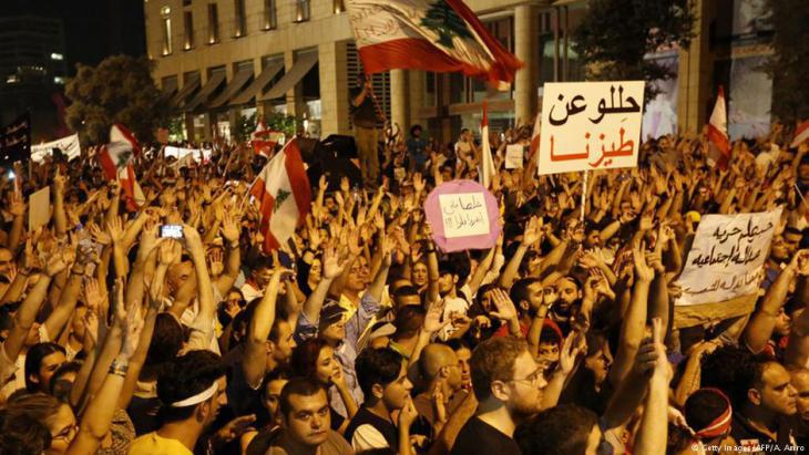 Protesting against the rubbish crisis and political corruption in Lebanon in summer 2015 (photo: Getty Images/AFP)