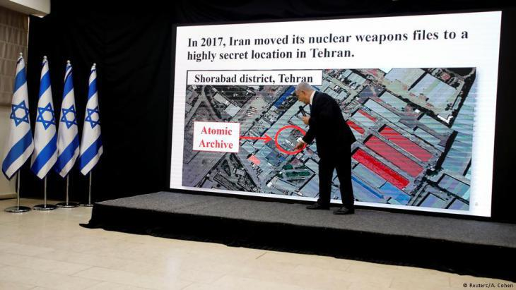 Israelʹs premier Benjamin Netanyahu presents Tehranʹs supposed plans for building nuclear weapons (photo: Reuters)