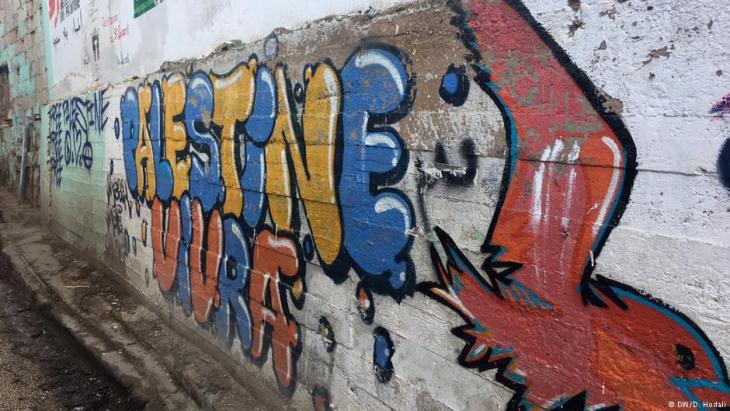 Graffiti on a wall in the Palestinian refugee camp Burj el-Barajneh, Lebanon  (photo: Diana Hodali/DW)