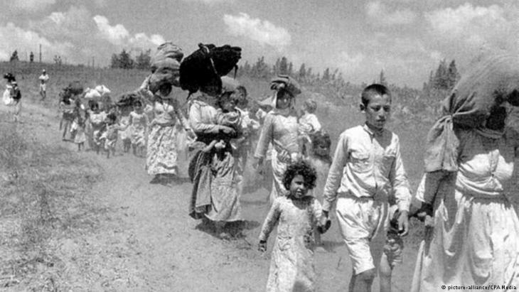 Palestinians fleeing their homes in 1948 (photo: picture-alliance/CPA Media)