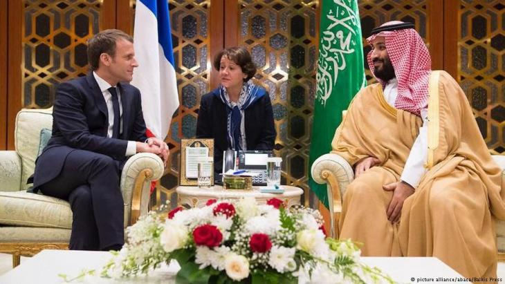 French President Macron visiting Mohamed bin Salman in Riyadh on 7 November 2017 (photo: picture-alliance/abaca)