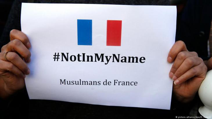 French Muslims reject all violence in the name of Islam following the Paris terror attacks on 13 November 2015 (photo: picture-alliance/dpa)