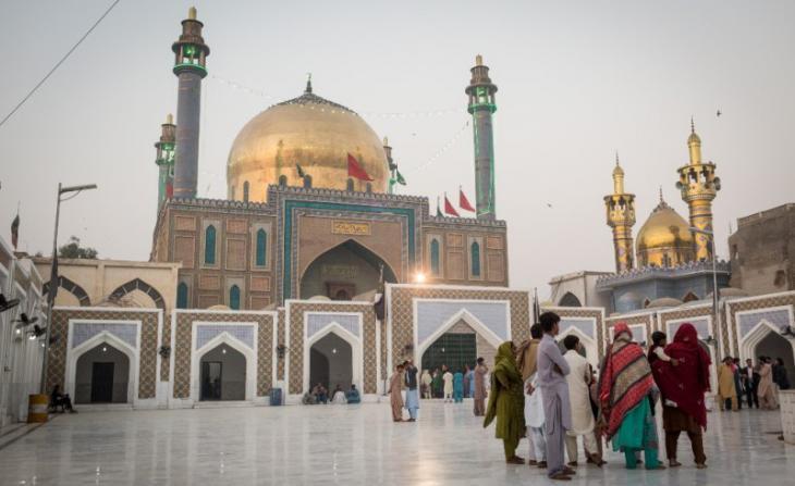 The shrine of Lal Shahbaz Qalandar (photo: Philipp Breu)