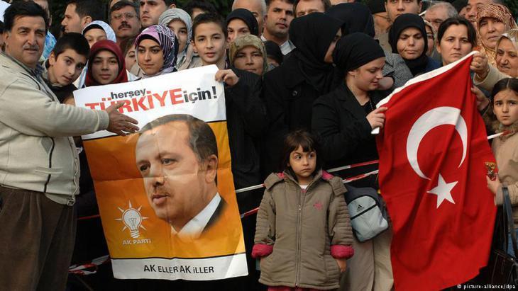 Erdogan supporters in Cologne (photo: dpa/picture-alliance)