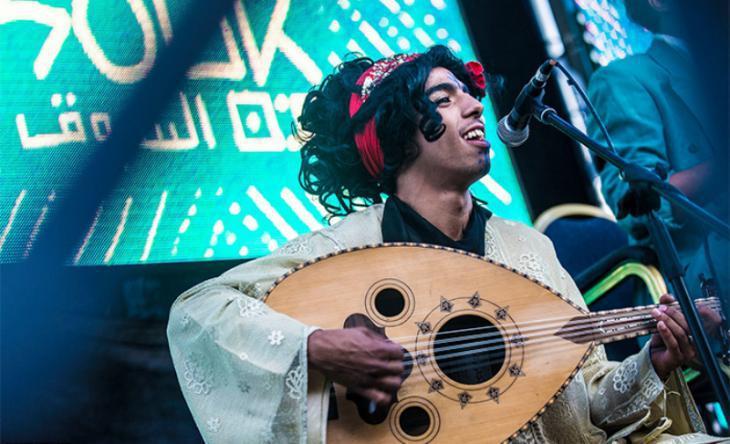 "Member of the band ""Cabaret al-Shaikat"" performing in Casablanca (photo: Raseef22)"