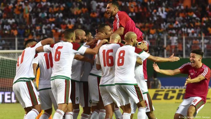 The jubilant Moroccan team during the match against Ivory Coast in Abidjan (photo: Getty Images/AFP)