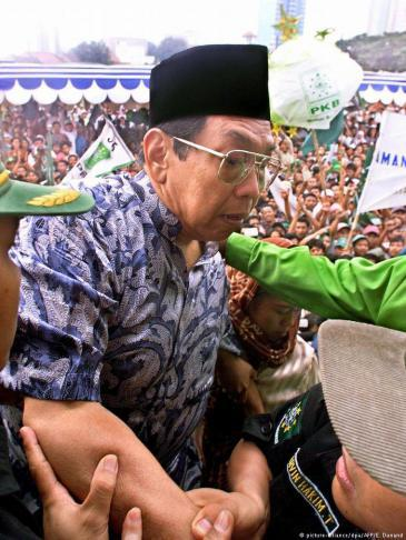 Indonesiaʹs former president Abdurrahman Wahid (photo: picture-alliance/dpa/AFP)