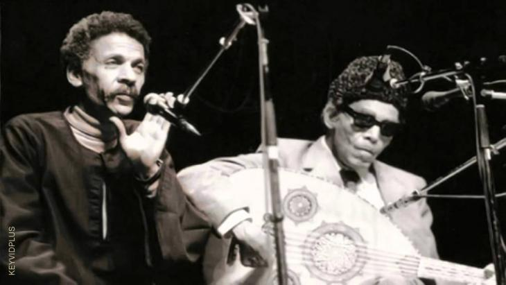 Sheikh Imam and Ahmad Fouad Negm during a concert in Cairo (source: YouTube)