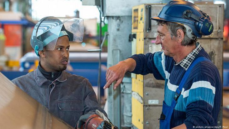 Hamza Ahmed from Somalia works for a company that produces steel components for wind turbines (photo: picture-alliance/dpa)