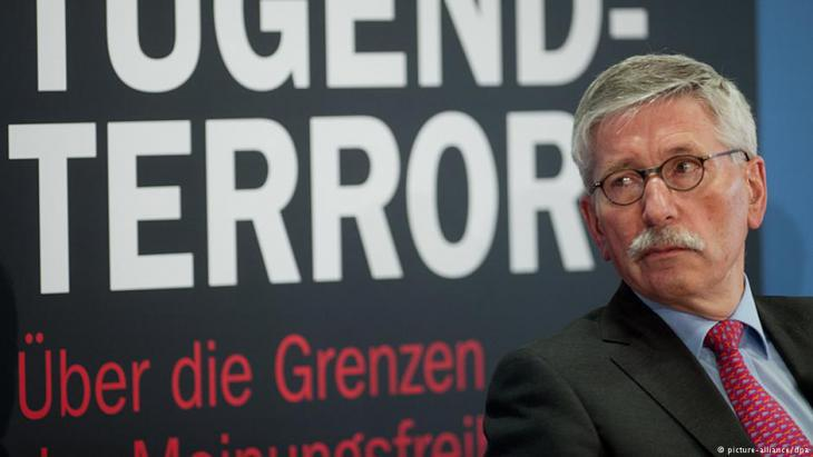 "Thilo Sarrazin attends the launch of his book ""Der neue Tugendterror"" in Berlin on 24.02.2014 (photo: Maurizio Gambarini/dpa)"