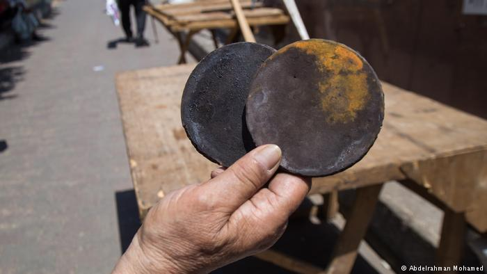 The owner of these rusty stove tops hopes to exchange them at the flea market in Cairo (photo: Abdelrahman Mohamed)