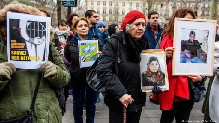 Activists have long campaigned for the rights of those missing in Syria. Earlier this year, the women-led initiative Families for Freedom staged a demonstration in Paris to highlight the issue (photo: picture-alliance/C. Petit-Tesson)