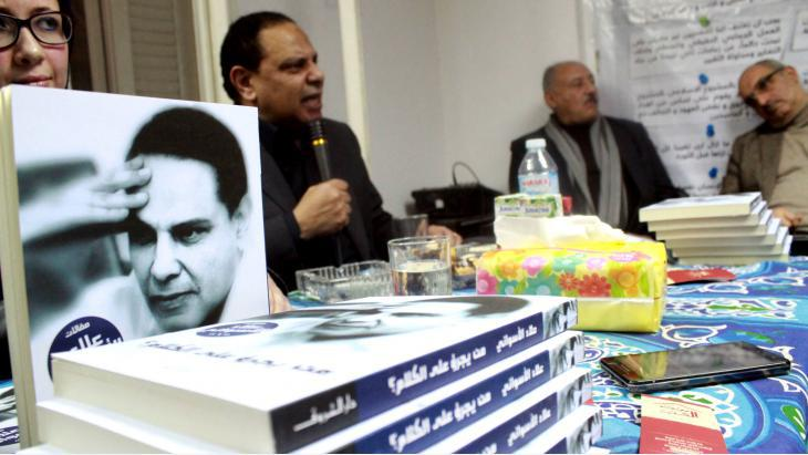 """Al Aswany at a discussion of his latest novel """"The Republic As If"""" (pictured in the foreground) in Cairo (photo: Dar al-Adab publishing house)"""