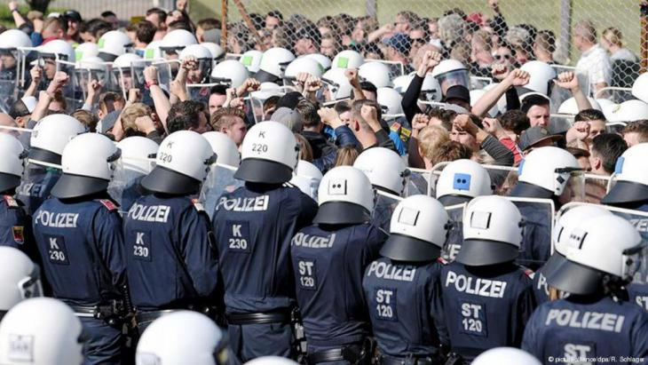 Austrian police practice the repulsion of migrants at the Spielfeld border crossing, end of June 2018 (photo: picture-alliance/dpa/R. Schlager)