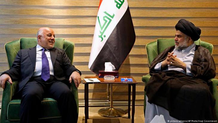 In this photo provided by the Iraqi government, Iraqi Prime Minister Haider al-Abadi, left, meets with Shia cleric Muqtada al-Sadr in the heavily fortified Green Zone in Baghdad, 20 May 2018 (photo: picture-alliance/AP Photo/Iraqi Government)