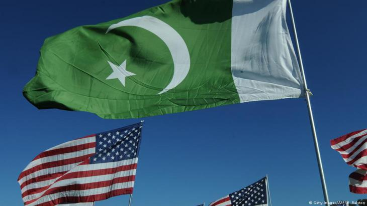 U.S. and Pakistani flags (photo: AFP/Getty Images/M. Ralston)
