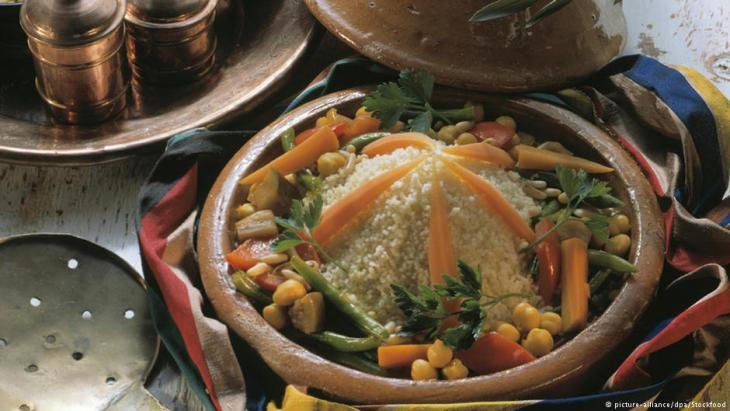 Moroccan tagine with couscous (photo: picture-alliance/dpa)