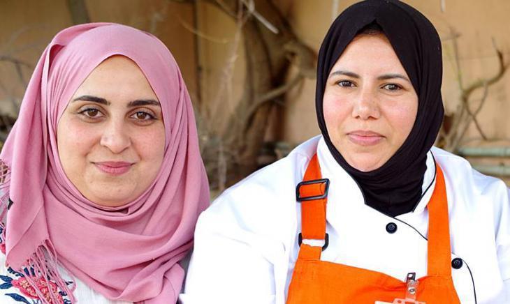 """Amal"" employees Oumaima Mhijir (left) and Rachida Lazrak (right) (photo: Claudia Mende)"