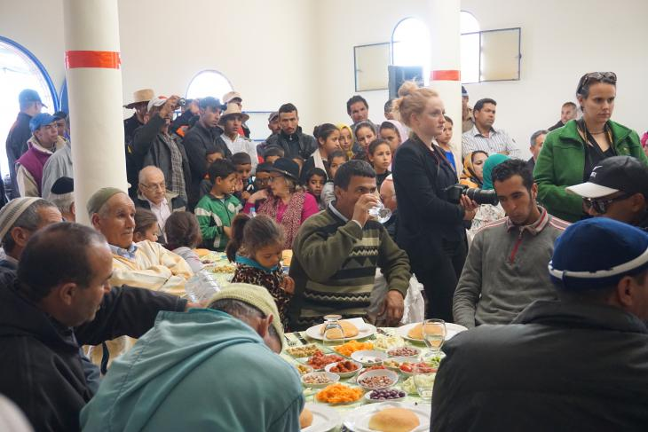 Moroccan Muslim and Jewish people come together on days of trees distribution, to talk about the initiative, thank all partners, and plan its future (photo: High Atlas Foundation)