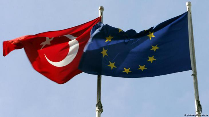 Symbolic image: Turkish and European Union flags (photo: picture-alliance/dpa)