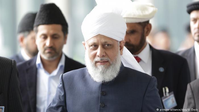 Hadhrat Mirza Masroor Ahmad, the fifth caliph of the Muslims and head of the global Muslim community, Ahmadiyya Muslim Jamaat (photo: dpa/picture-alliance)